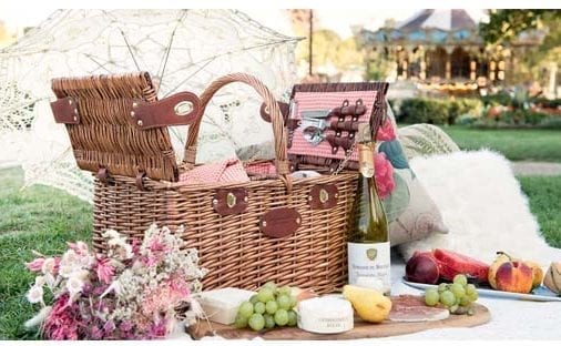 Picnic Basket lunch in Paris